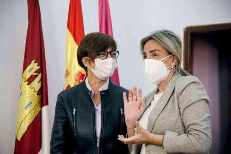 La alcaldesa recibe a la directora general de la Guardia Civil y confirman la construcción del nuevo cuartel en La Peraleda