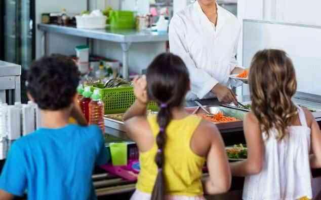 Más de 7.000 alumnos de la región podrán beneficiarse este verano de los comedores escolares en 29 localidades de Castilla-La Mancha