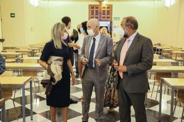 La alcaldesa asiste a la presentación del libro 'Perdiguero de Burgos, un perro de reyes' de José Manuel Sanz Timón